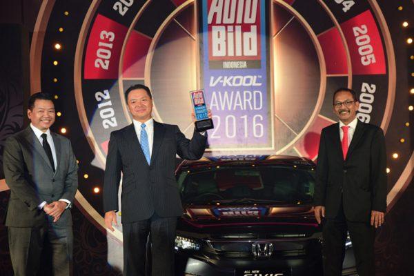 All New Honda Civic Turbo mendapatkan penghargaan Car of The Year 2016 Auto Bild