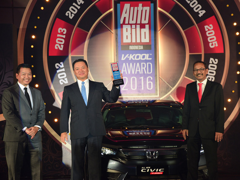 All New Honda Civic Turbo mendapatkan penghargaan Car of The Year 2016 Auto Bild